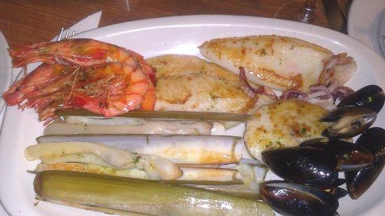 Talayot:                   fantastic food @la parada(fish mixed grill)