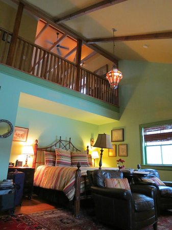 Woolverton Inn: View to loft