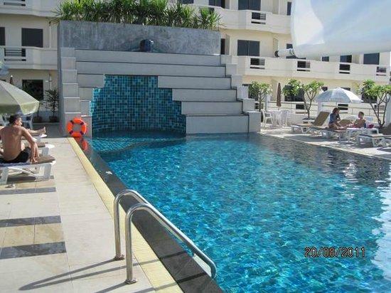 Flipper House Hotel: Der erste Pool