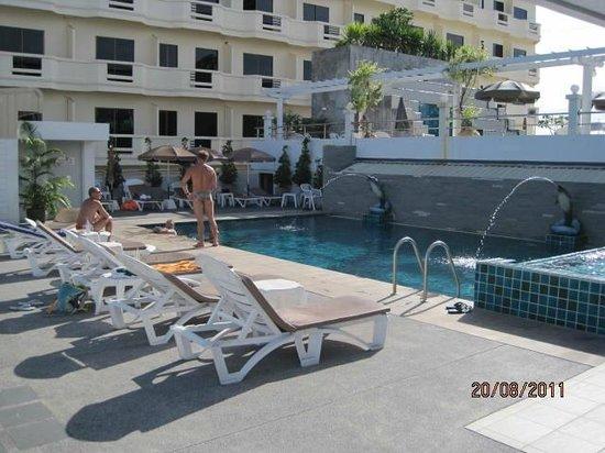 Flipper House Hotel: Einer der2Pools auf dem Dach