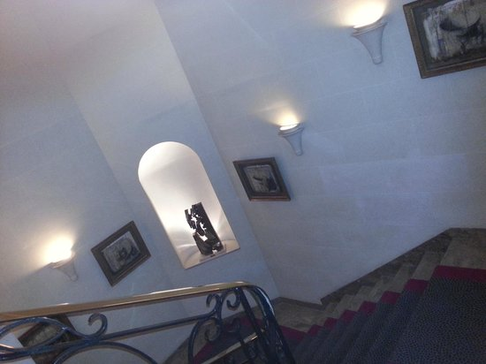 Hotel Baltimore Paris Champs-Elysees: decos sur l'escalier