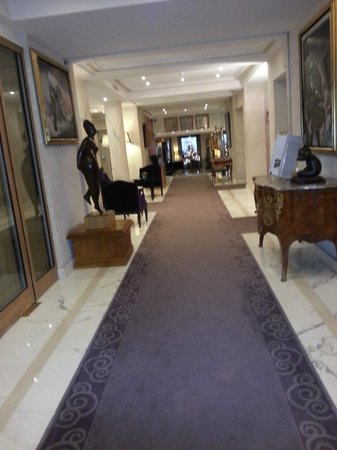Hotel Baltimore Paris Champs-Elysees: couloir du RDC