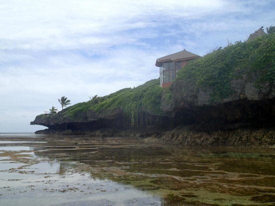 Namale Resort & Spa: Spa atop the rocky shore