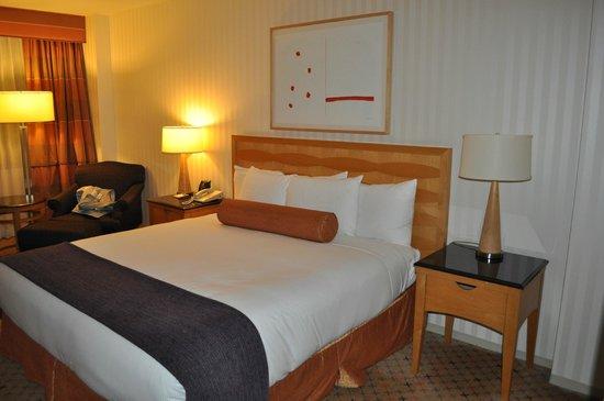 Hilton Times Square: la chambre lit king size