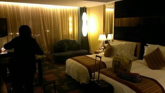 Zhuhai Charming Holiday Hotel: room with sea view