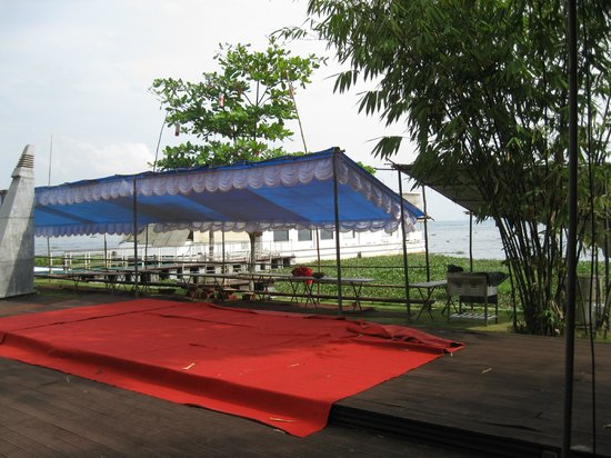The Park on Vembanad Lake:                   Again, shame about the view.