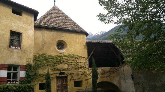 Schloss Schenna und Mausoleum: il maniero con le sue forme