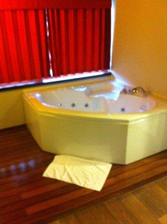 Limak Lara De Luxe Hotel&Resort: Jakuzi