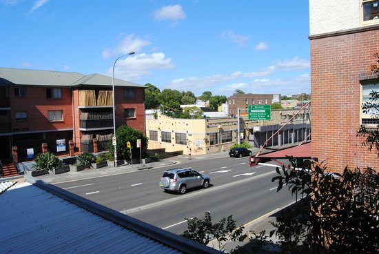 Waldorf Sydney Central Serviced Apartments:                   View from our room to main street.