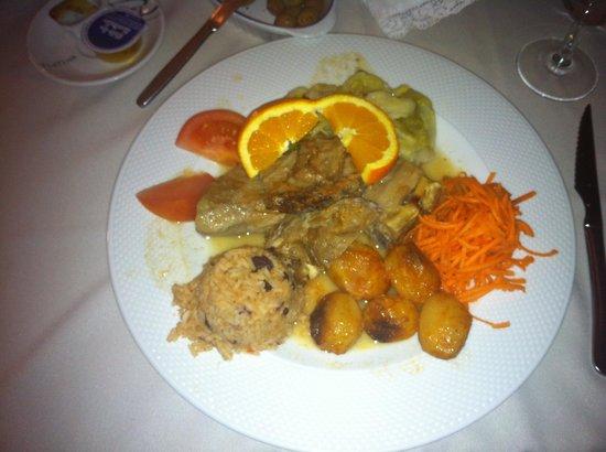 Restaurante O Trovador :                   Boa atmosfera, bom serviço, excelente gastronomia! Incerido no centro históric
