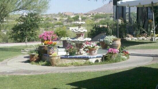 هاسيندا ديل سول رانش ريزورت:                   fountain in the courtyard                 