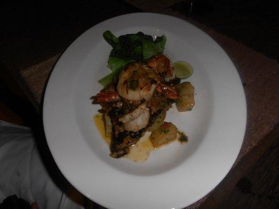 Kori Restaurant & Bar :                   dory fillet with tiger prawns and scallops