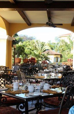 كوستاريكا ماريوت هوتل سان جوزيه: Outside dining with great viewa