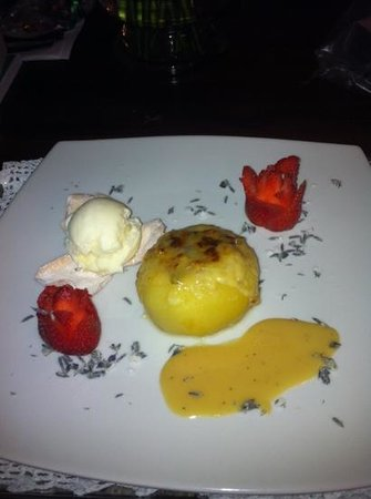Boutique Hotel Mansion del Angel: baked apple dessert ... yum!
