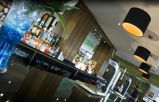 Shalimar Bar Restaurant Lounge: Bar