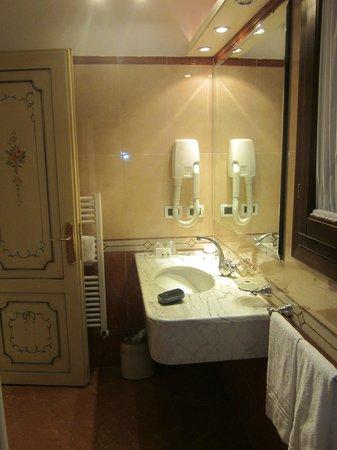 HOTEL OLIMPIA Venice: Salle de bain