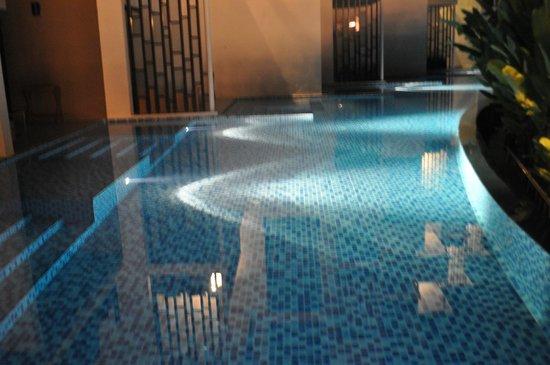 Holiday Inn Phuket Mai Khao Beach Resort:                   Номера с выходом в бассейн.