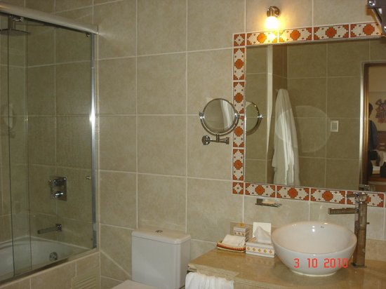 SUMAQ Machu Picchu Hotel:                   Banheiro limpo e espaçoso