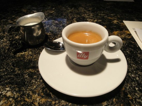 Assaggi Mozzarella Bar: illy Expresso Cup for Wonderful Late Afternoon Respite