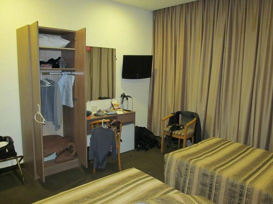 Ritz Hotel :                   Room