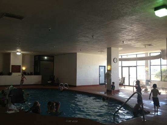 Embassy Suites by Hilton Tulsa - I-44:                   pool, hot tub, work out area