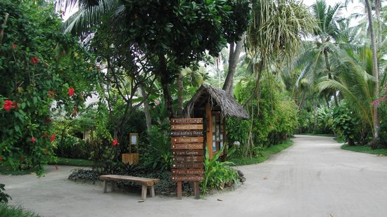 Kuramathi Island Resort: Grounds (June 2012)