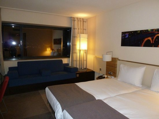 Moevenpick Hotel Amsterdam City Center:                   Standard double/twin room on 12th floor