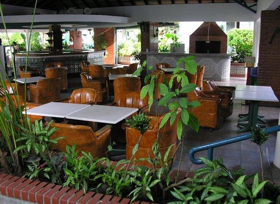 Gran Hotel Nacional: Restaurante-Barbacoa en la zona del jardín