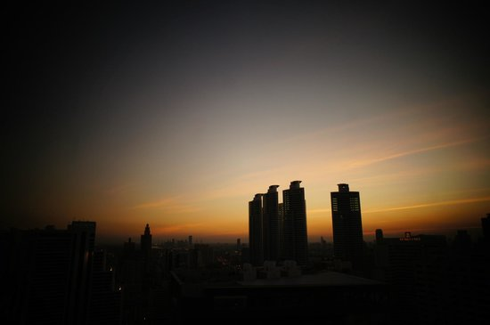 S31 Sukhumvit Hotel: Sunset from Roof
