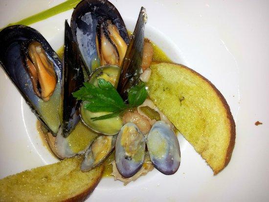Sughero enoteca ristorante: zuppettina di mare