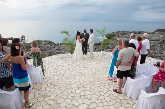 Tensing Pen Resort: Wedding at the SeaSong Hut