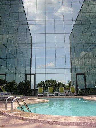 Hotel Ciudad de David: Piscina exterior