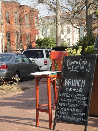 Banana Cafe & Piano Bar: Brunch Signage & Street Parking View Outside the Restaurant