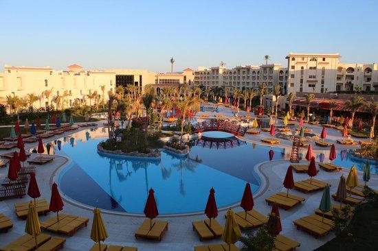 Serenity Fun City: Poollandschaft bei Tag