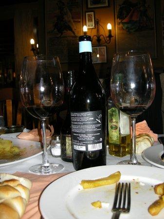 Taberna San Cristóbal: buen vino. riberita
