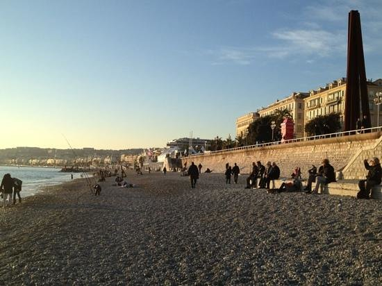 Mercure Nice Promenade des Anglais: The Prominade. Beautiful for an evening walk even in winter