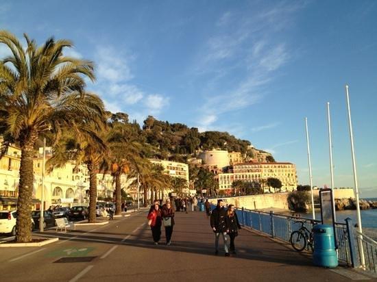 Mercure Nice Promenade des Anglais: Great walk along the Promenade