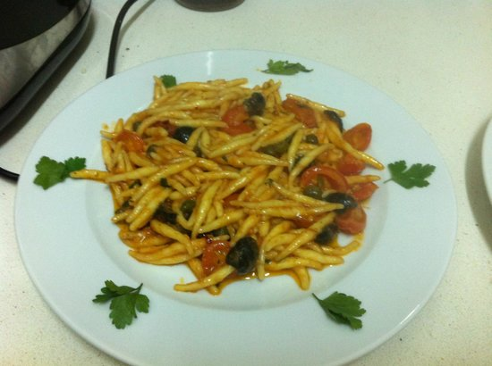 Black Cherry: pasta fresca, anchovy, capers, black olives,cherry tomate,garlic ( 8,50 euro)