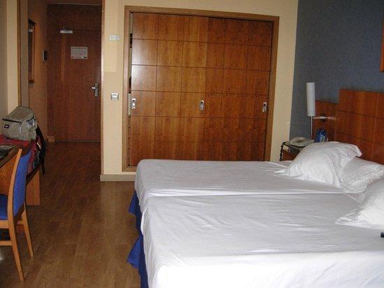 Elba Vecindario Aeropuerto Business & Convention Hotel: clean room