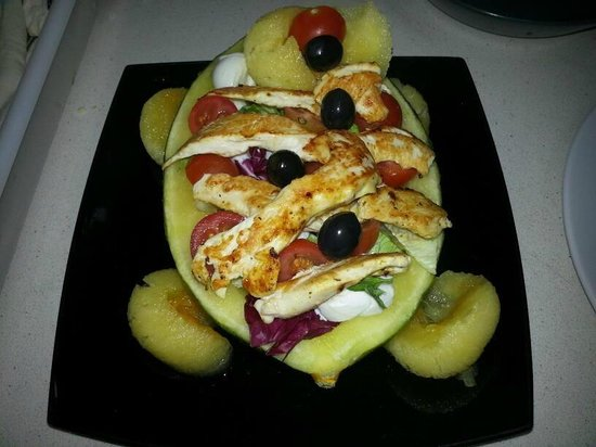 Black Cherry: melon, chicken, mozzarella bufala,cherry tomate, lettuce