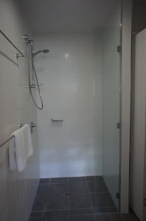 Mantra Boathouse Apartments: shower