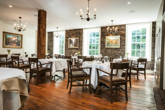 Golden Pheasant Inn: Fieldstone dining room