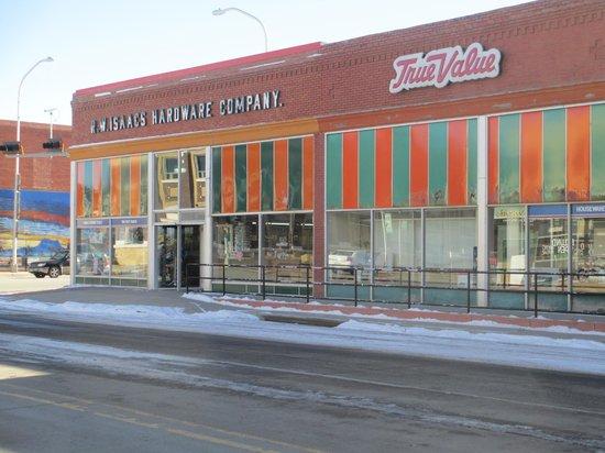 هوتل إكلوند:                   Old time hardware store across the street. Cool wooden floors, etc.          