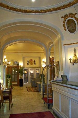 Grand Hotel Bellevue: Hotel reception