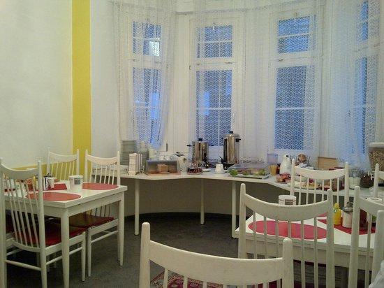 Hotel Pension Theresia: Salón del desayuno