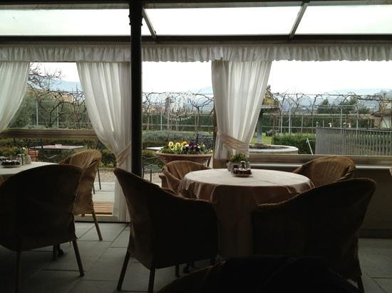 Villa Olmi Firenze: View at breakfast