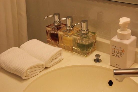 Hotel Niwa Tokyo: Baño