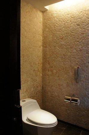 Altira Hotel: bathroom