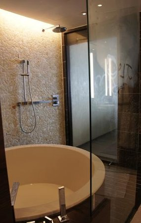 Altira Hotel: bathroom