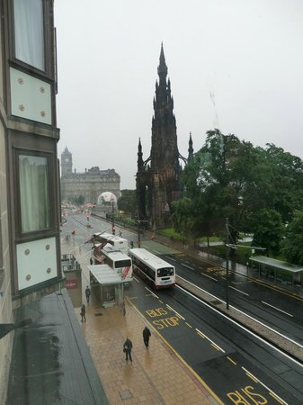 Mercure Edinburgh City - Princes Street Hotel: view from our window